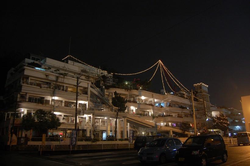 沢マンの夜景。12月になるとこうしてイルミネーションが飾られる。