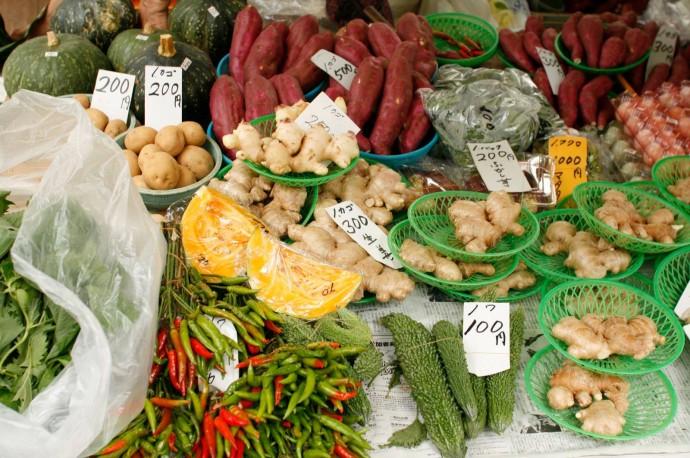 四国にはたくさんの食材があります(高知の日曜市にて)