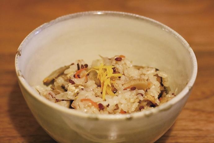 古代米のかやくごはん。古代米にはデトックス効果もあるそう