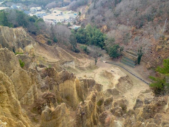 真上から見下ろす波濤嶽、柵も何も遮るものがないので落下注意!