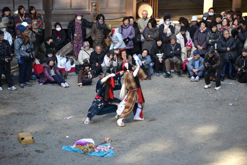 最後の秋葉神社では3集落の油売りが揃い踏みで見る者を楽しませる