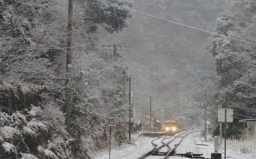 雪の坪尻駅