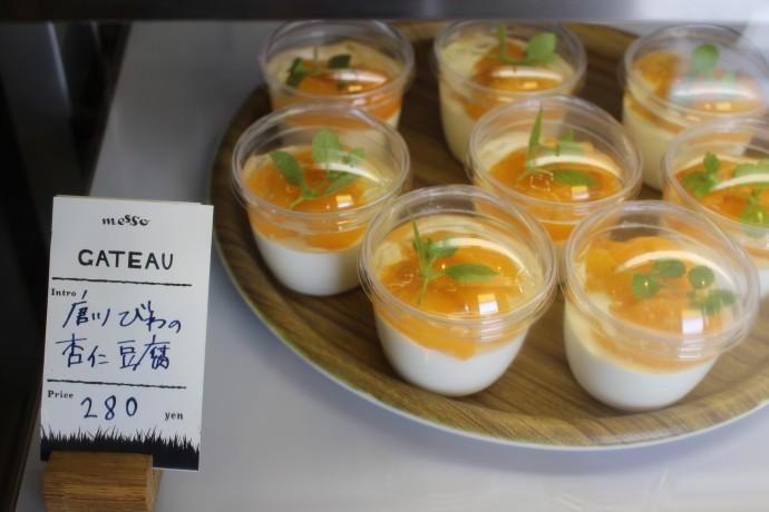 唐川びわの杏仁豆腐。