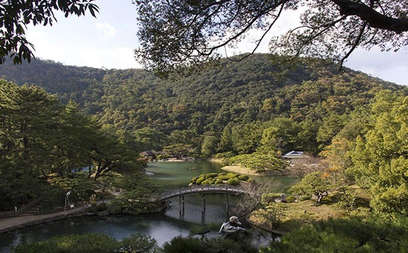 国の特別景勝としても指定されている栗林(りつりん)公園。夏は5:30〜開園している。