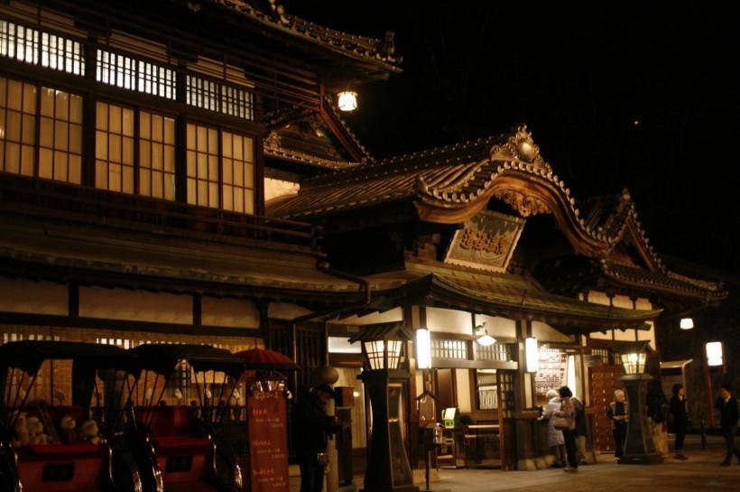 道後温泉本館。夏目漱石も愛した日本三古湯のひとつ。