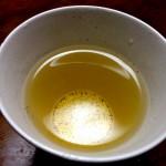 高知・大月町の雑草から生まれた香り高い黄金茶「きし豆茶」