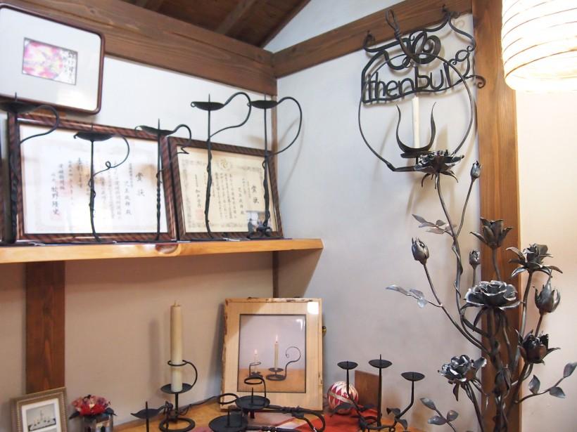 さまざまな作品が並ぶ店内。