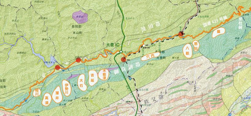 赤丸は小規模な人口稠密地。地質図は「日本シームレス地質図」より