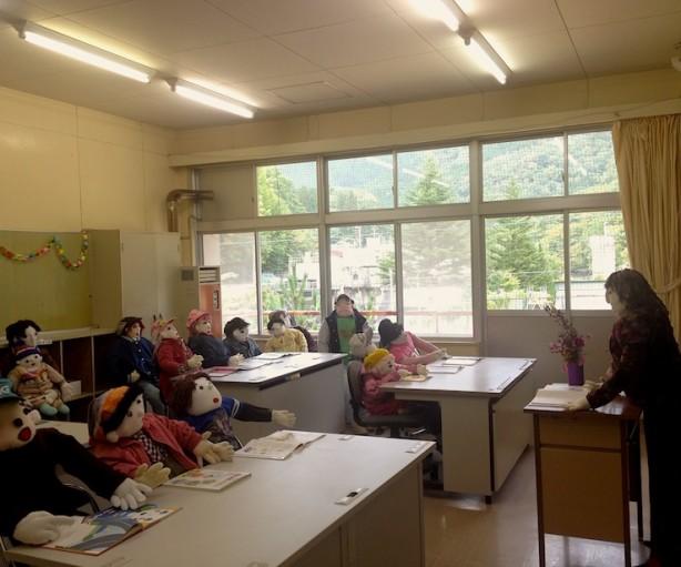 賑わうかつての名頃小学校を再現したということです。深いです...。