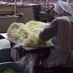 内子町五十崎、天神産紙工場にみる、大洲和紙の魅力。